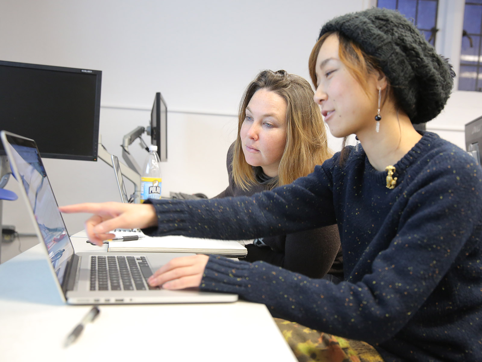 Chika Shimizu ('15) and Caitlin Smith Rapoport ('15) in the Scott Robertson Computer Lab.